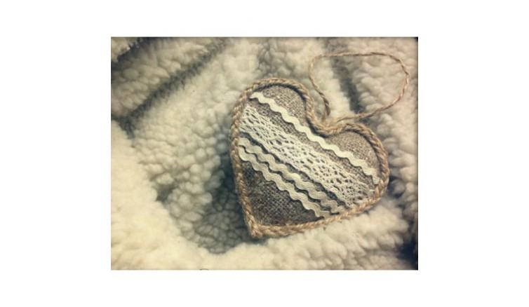 Сердечко з мереживом і стрічками