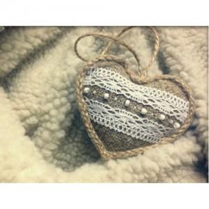 Сердечко з намистинами і мереживом 2