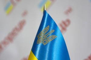 Прапорець України з атласу та тризубом